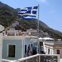 Karpathos: Vor der Kirche in Olymbos