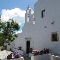 Die Terrasse vor der Kirche