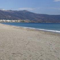 Der Strand westlich von Karystos