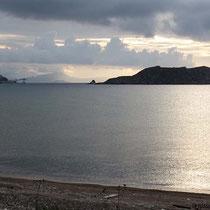 Am Strand, Blick auf Agios Antonios