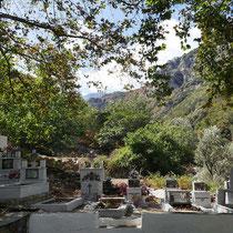 ... mit Friedhof