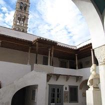 mit Glockenturm (aus Tinos-Marmor)