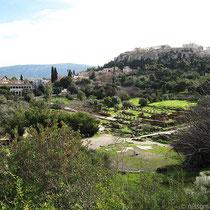 Blick über das Agoragelände zur Akropolis