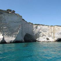 Weiße Felsen mit Höhlen...