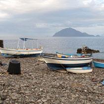 Paar Boote dazwischen