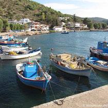 Anleger für Fischerbötchen im Limenas Mesta