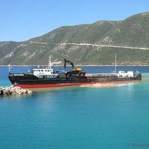 Im Hafen wird gebaggert