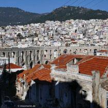 Das römische Aquädukt vom Stadttor aus