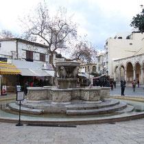Der Morosini-Brunnen, frisch renoviert