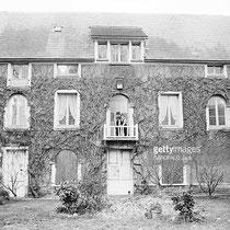 1965 Cécile Aubry et Mehdi à la fenêtre © gettyimages