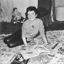 Cécile Aubry devant ses livres en 1965 © Mon Film Télé Belle et Sébastien n°3