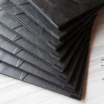 Zur Zier und zum Schutz - je Karte 4 schwarz lackierte Buchecken aus Metall