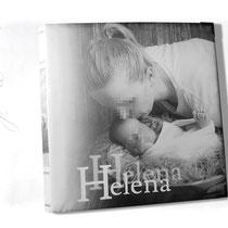 Fotoalbum zur Geburt - Bucheinband mit individuell bedrucktem Stoff, Format 30cm x 30cm, 100 Seiten weiß mit Pergaminzwischenblättern.