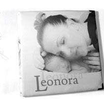 Babyalbum - Fotoalbum mit individuell bedrucktem Stoff als Bucheinbandmaterial, Format 30cm x 30cm, 100 Seiten weiß mit Pergaminzwischenblättern.