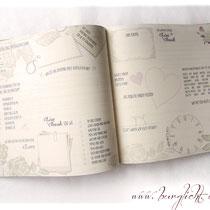Der von Hand fadengeheftete Buchblock besteht aus elfenbeinfarbenem 170 g/m² Papier bester Qualität; bedruckt mit von Ihnen ausgewählten Fragen, welche die Hochzeitsgäste beantworten dürfen. Eine amüsante Abwechslung zum klassischen Gästebuch.