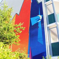 Fassadenwand der Swg in Strausberg im Rahmen der Sanierung neues Wandbild entstanden mit Hilfe der modernen Fassadenkunst