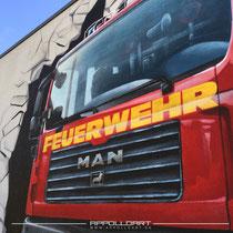 Vom Foto abgemalt auf Fassade gesprüht mit hangemalter Graffiti Art Kunst