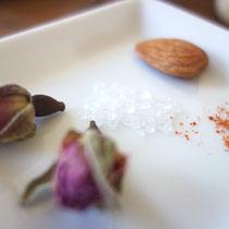 Zutaten für die Schlafpraline Rose-Chilli-Salz