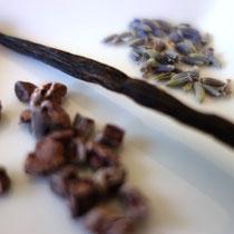 Zutaten für die Schlafpraline Lavendel-Vanille-Schokonibs