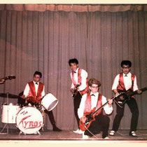 THE TYROS 1962 vlnr: Bas Riet - Johnny van Polanen Petèl -Harry Blokdijk - Charles Rotteveel - Eddy Blokdijk (fotocollectie: Bas Riet)
