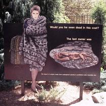 Dieses Display steht ebenfalls im Zoo von Sydney (Aus) und zwar in unmittelbarer Nähe des Geheges des Schneeleoparden. Es spricht für sich.