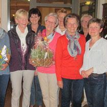 Dank an Frau Ursula Weigelt für ihr Tätigkeit als Kassenprüferin, 4. von links
