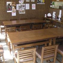 テーブル席は14席です。