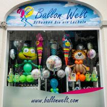 Für die Geschenkverpackungen oder gedrehte Ballonfiguren, Bubbles usw. bitten wir um eine persönliche Vorbestellung im Laden. ( 2-5 Tage vor dem Ereignis, je nach Aufwand.)