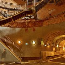 Vorraum zwischen Fahrstühlen und Tunnel