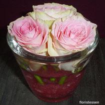 Glas mit Rosen