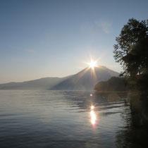 夜明けの阿寒湖