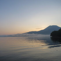 夜明け前の阿寒湖