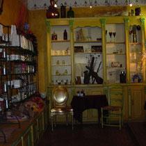 Intérieur de la boutique, aux multiples parfums du parfumeur Christian Louis