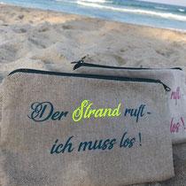 "<font size=""5""><b>Strandtäschen</b></font><br /> <font size=""3"">Wasserabweisend.</font>"