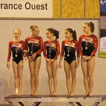 Paris - Team Suisse 1:  mit Ronja (2.v.l.) und Nicole (1. v. r.)