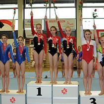 SJM 2012 - Team-Gold P4:  Ronja (1.v.l.) mit NKL-Team     Foto: U.Waldner