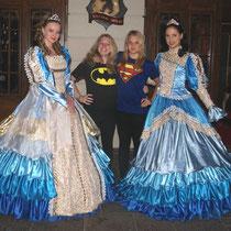 Ausflug Europapark 2011 - ... Supergirl und Badgirl ( Isabelle Stephanie)