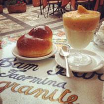 Frühstück für Sizilianer. Granita mit Brioche. WTF.