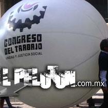 pelota gigante tipo cartelera con postes