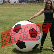 Pelota de futbol gigante