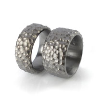 Schwere und breite Partnerringe in schwarz-rhodiniertem Silber