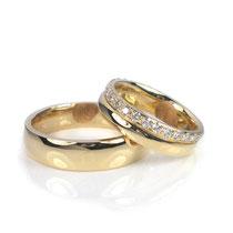 Klassische Hochzeitringe in sattem Gelbgold