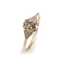 Feiner Verlobungsring in Roségold mit champagner-farbenem Diamant
