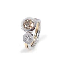 Ringe zum Kombinieren in Weiß- und Roségold mit weißem und getöntem Solitär-Brillanten