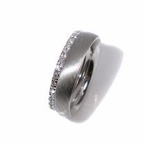Memoire-Ring in Weißgold als Beisteckring zum Trauring