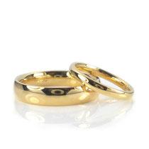Edle und zeitlose Hochzeitsringe in poliertem Gelbgold 750/000 4.5 + 2.2 mm