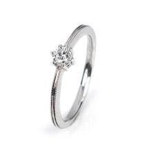 Klassischer Verlobungsring mit Millegriffes-Ornamant auf der Ringschiene