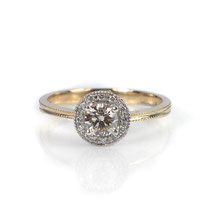 Klassischer Antragsring in Weiß- und Roségold mit einem getönten champagner-farbenen Diamanten