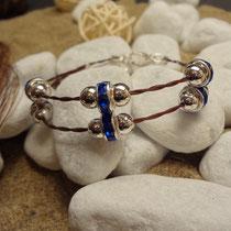Morgentau 2-fach, mit silbernen Perlen und dunkelblauen Rondellen
