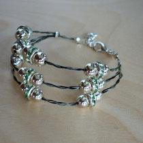 Morgentau 3-fach, mit silbernen Perlen und hellgrünen Rondellen